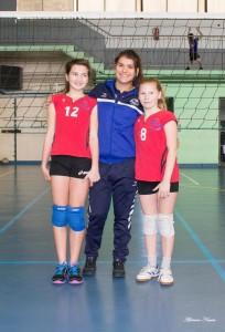 De gauche à droite : Anaë Bonnier, Levana Cohen (entraîneur) et Zoé Lefrançois.